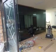 사무실 자동문 착색유리공사